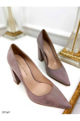 Туфли на устойчивом широком каблуке