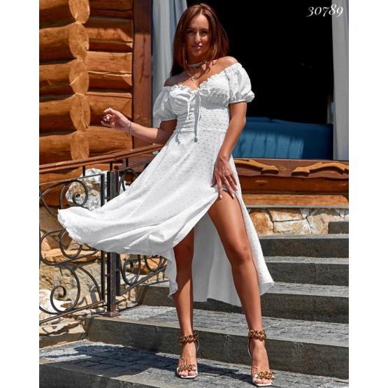 Платье  с разрезом на ножке
