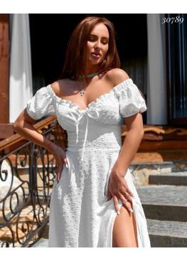 Платье  с разрезом на ноге