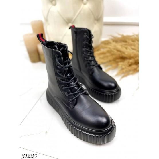 Ботинки на рифленой подошве