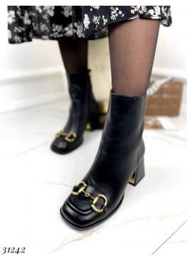 Ботильоны с брошкой на носке